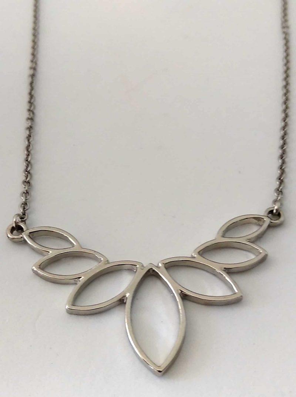 Collier acier inoxydable et fleur de lotus