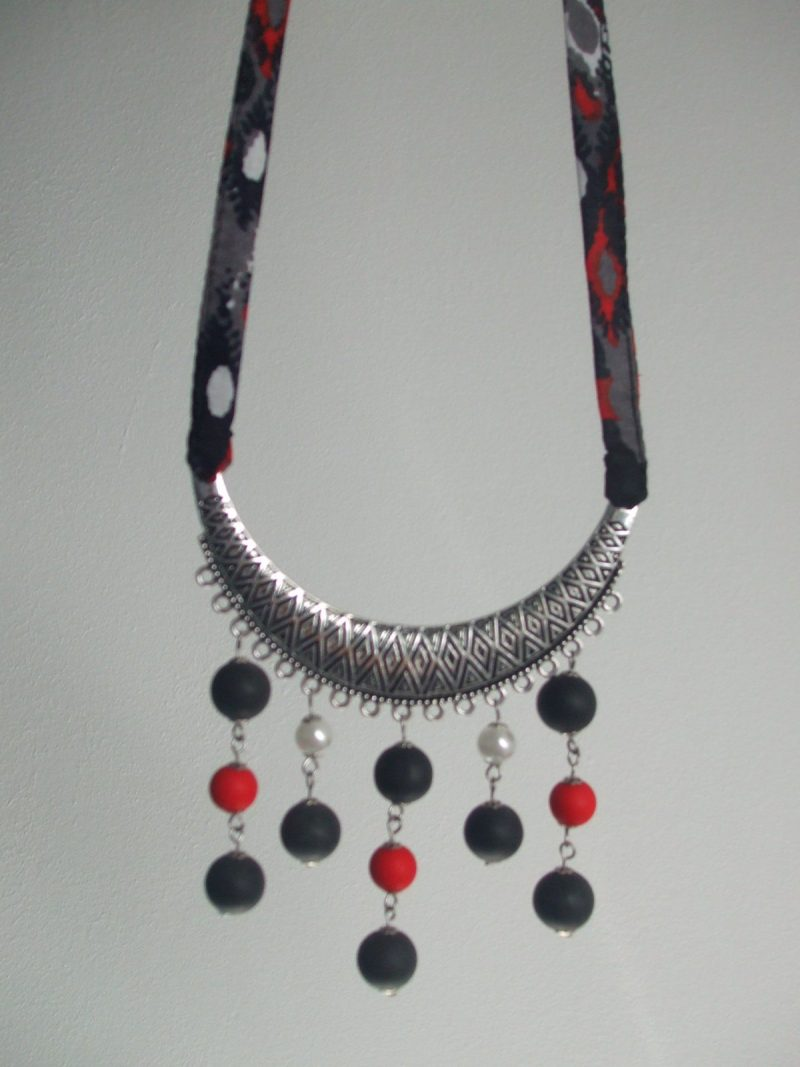 Collier wax et perles